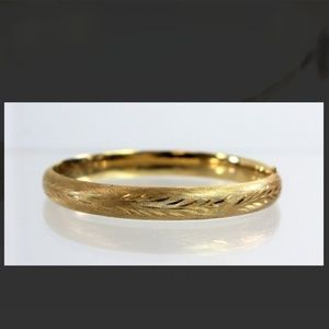 Jewelry - Sold! 14k solid yellow gold bangle 9.6g
